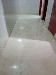 suelo-blanco-limpieza-general-de-portales-servicio-de-limpieza-en-vitoria-gasteiz-de-oficinas-suelos-mantenimiento-de-portales-con-precios-baratos-para-empresas