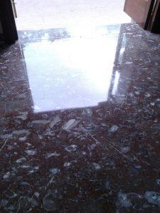 suelo-brillante-limpieza-de-cocinas-industriales-servicio-de-limpieza-en-vitoria-gasteiz-de-oficinas-suelos-mantenimiento-de-portales-con-precios-baratos-para-empresas