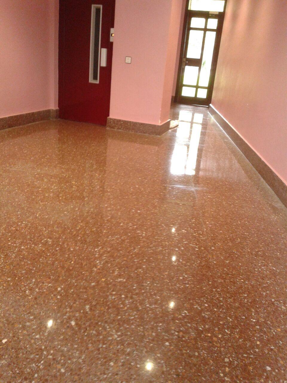 limpieza-de-oficinas-y-garajes-fin-de-obra-y-servicio-de-limpieza-en-vitoria-gasteiz-de-oficinas-suelos-mantenimiento-de-portales-con-precios-baratos-para-empresas