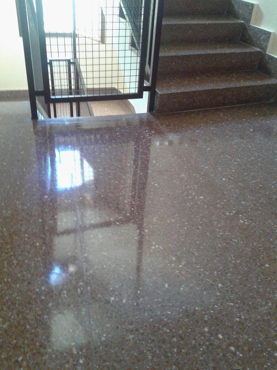 servicio-de-limpieza-profesional-en-vitoria-gasteiz-de-oficinas-suelos-mantenimiento-de-portales-con-precios-baratos-para-empresas